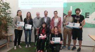 III Mini Accessibility Jam. El proyecto seleccionado fue Ivy, foto del grupo y el jurado.