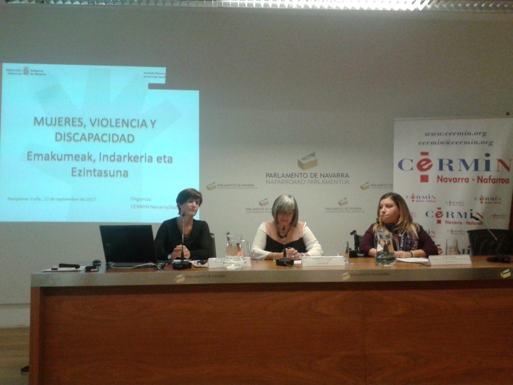 Foto Jornada Mujer, violencia y Discapacidad, en la mesa Pilar Baigorri, Mariluz Saenz y Miriam Herrero.