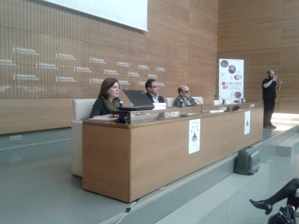 Mesa de ponentes, en primer plano Francisca Rigo Pons